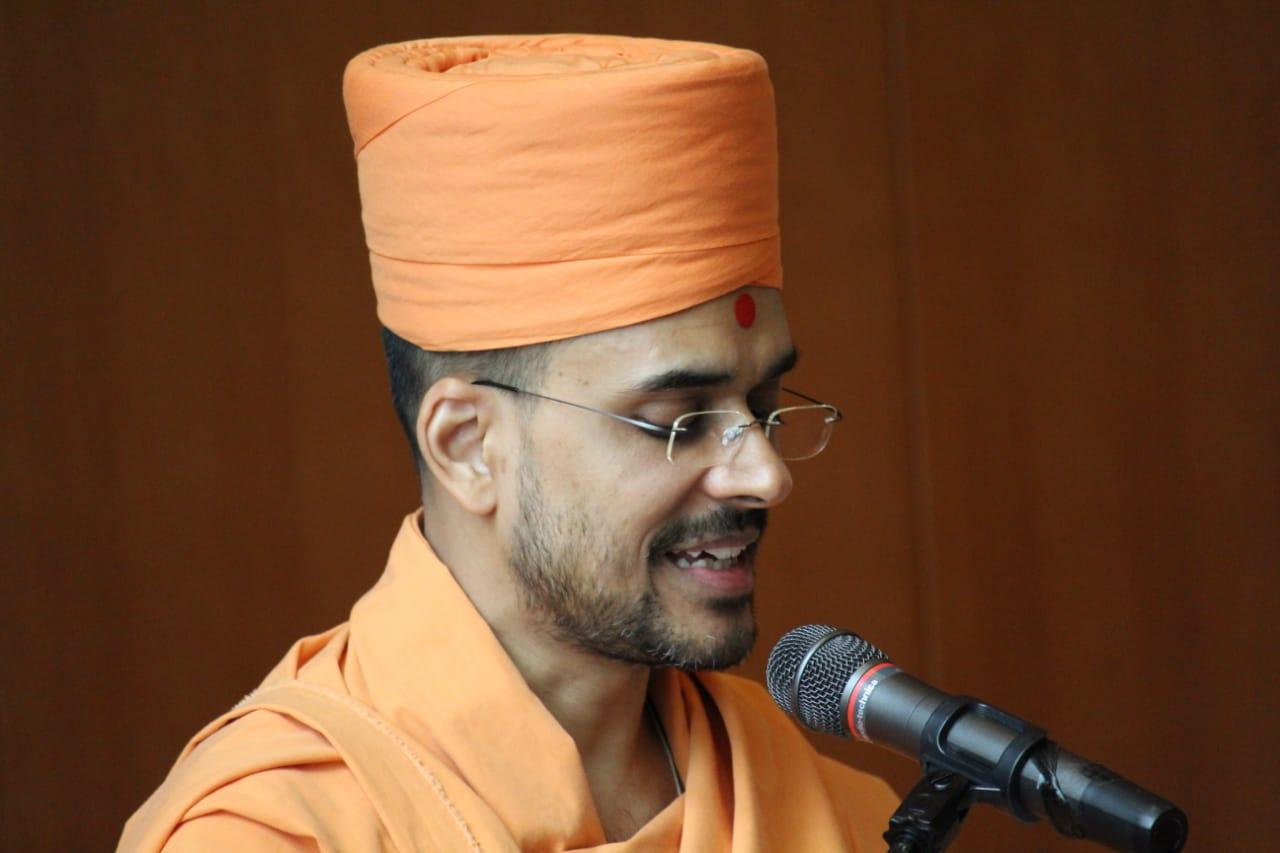 "Pujya Paramtattvadas Swami presents a paper on ""Deconstructing 'brahmajignasa' in the Brahmasutra-Swaminarayan-Bhashya: A Study of Grammar, Hermeneutics, and Theology."""