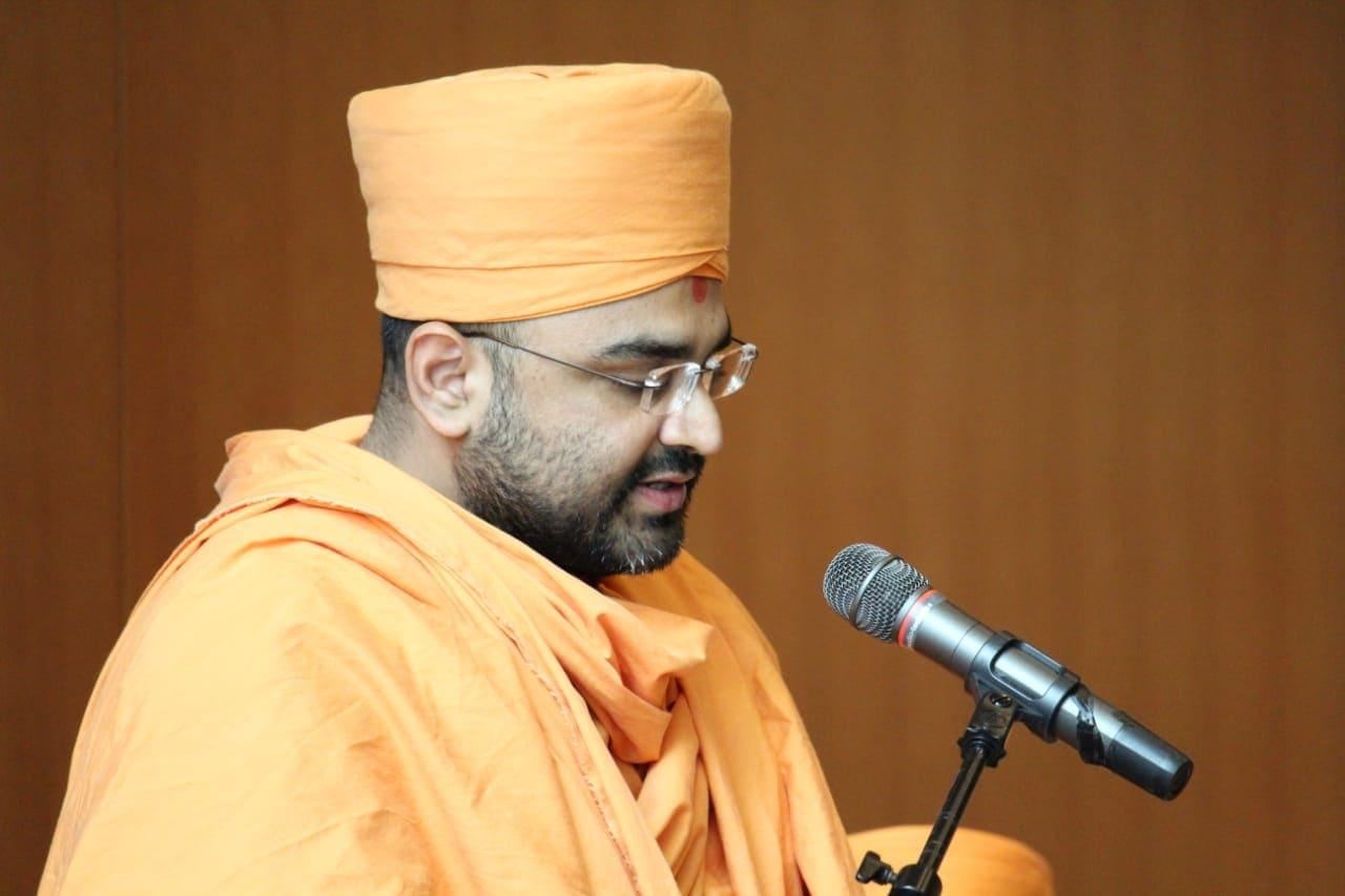 """Pujya Aksharananddas Swami presents a paper on """"The Akshar-Purushottam Darshan and the Gita Verse: 'Brahmabhutah Prasannatma…'"""""""