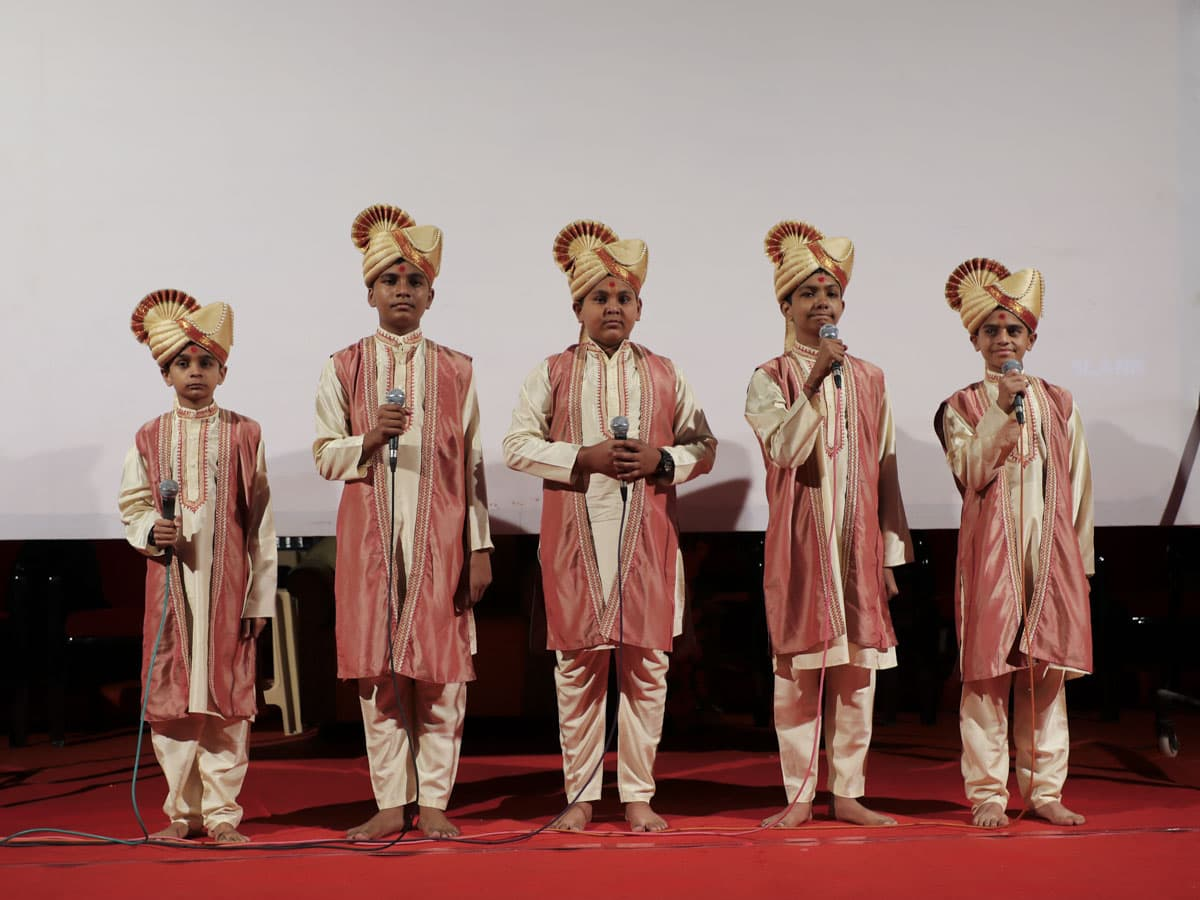 BAPS children sing Vedic mantras