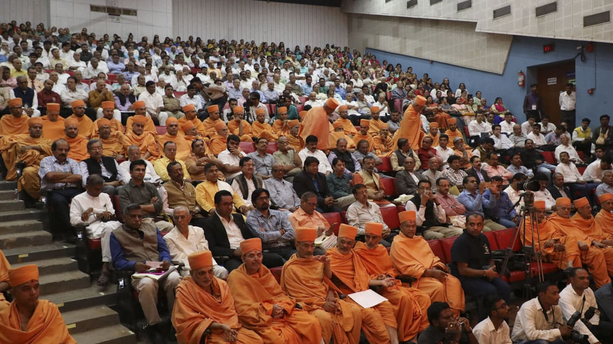Sadhus, university representatives, and invited guests during the felicitation ceremony