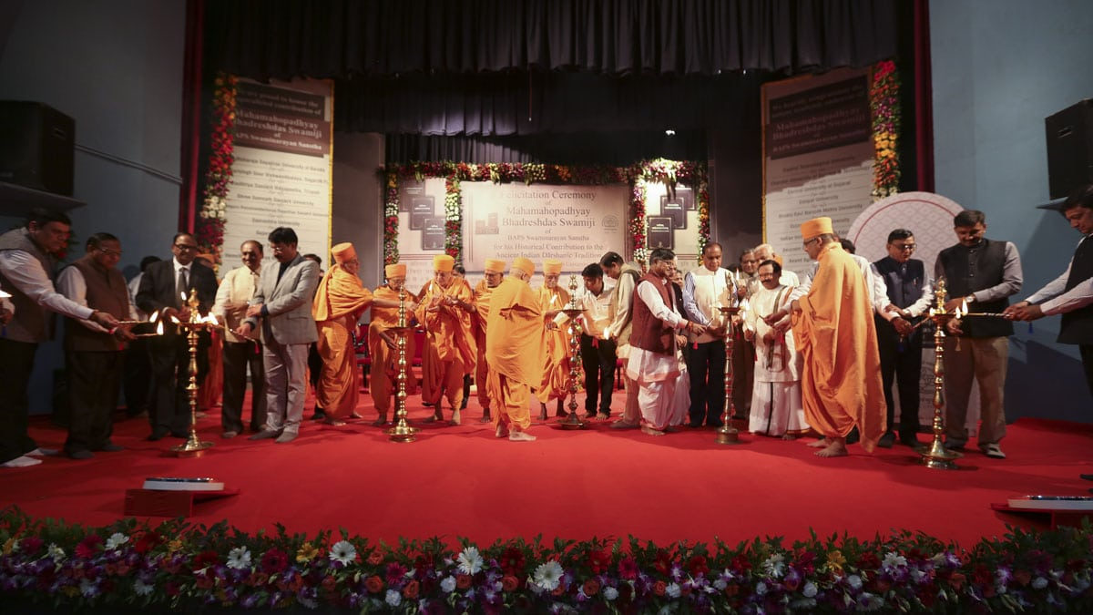 Senior sadhus, vice chancellors and university representatives light the inaugural lamps