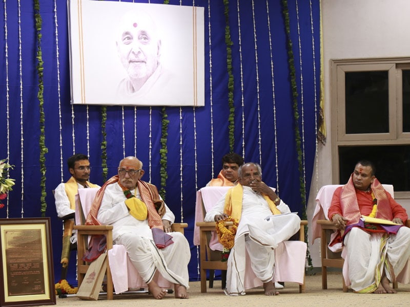 Distinguished Pandits of Shri Kāśī Vidvat Pariṣad at the assembly