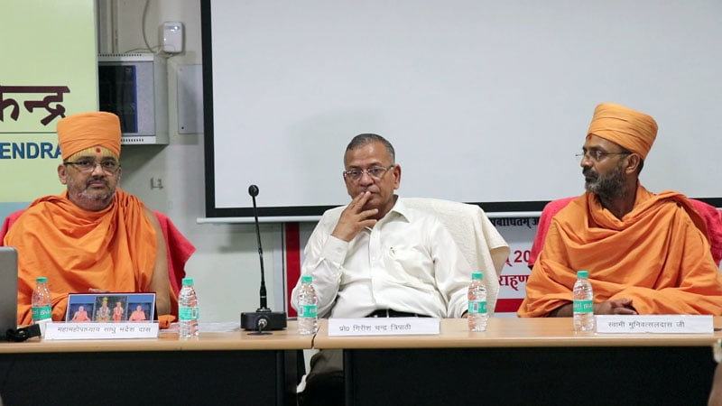 Sadhu Bhadreshdas Swami, Professor Shri Girish Chandra Tripathiji, Vice Chancellor of BHU and Sadhu Munivatsaldas Swami at the assembly