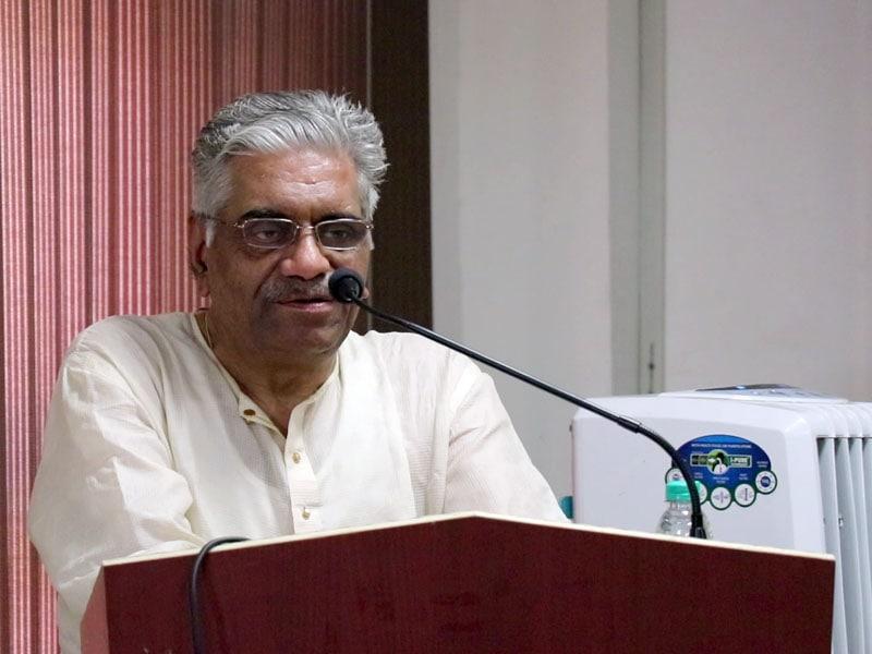 Professor Yugal Kishor Mishraji adresses the assembly