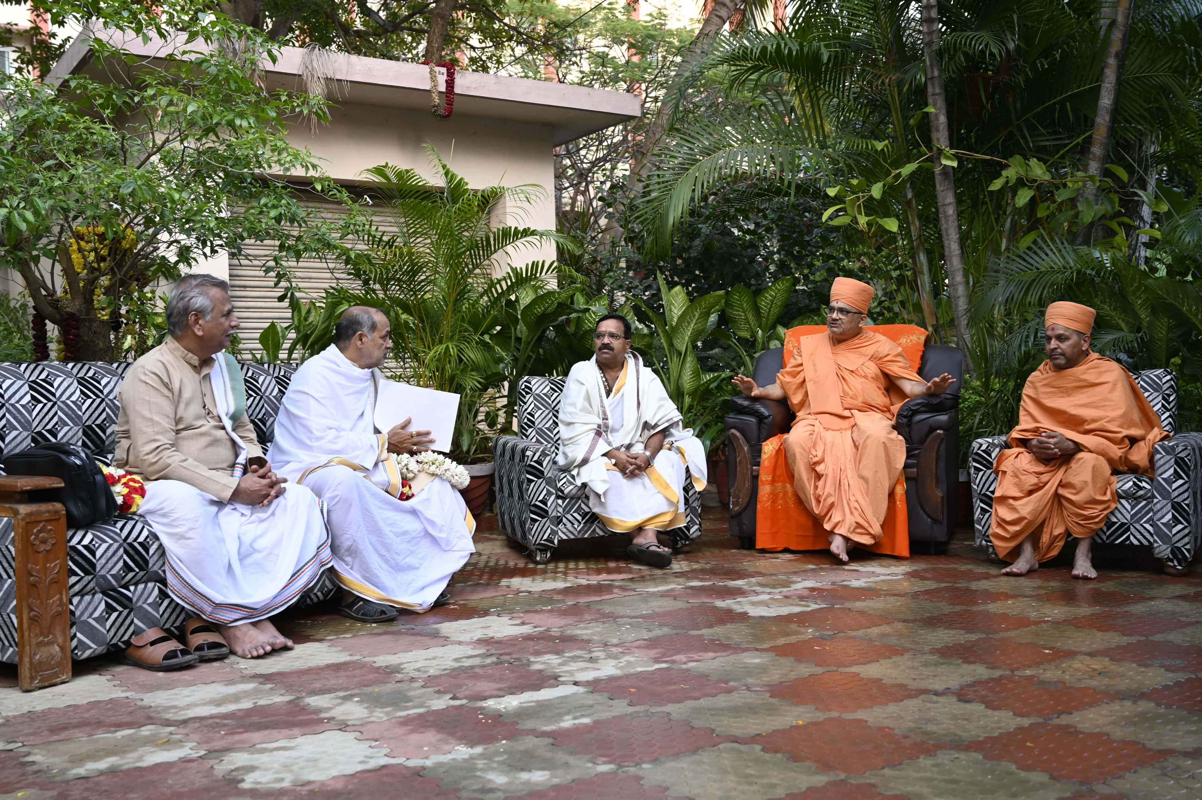 Pundit meeting at the Vice Chancellor's Residence