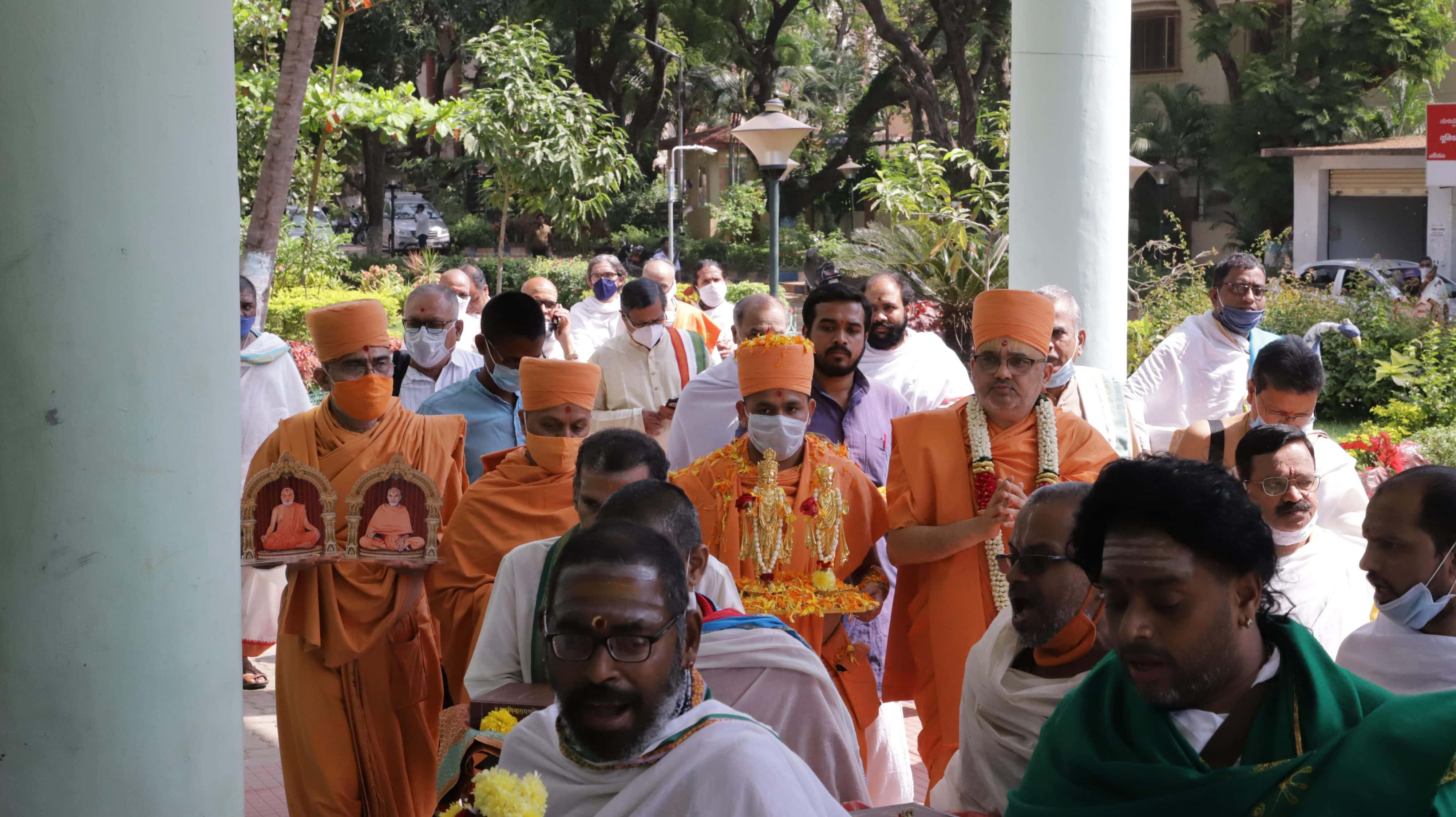 Procession Celebrating the Akṣara-Puruṣottama Darśana